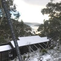 Melkon Snow lodge by the Lake