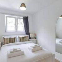 Modern Bright Flat, Hammersmith - Entire Flat