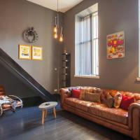 Stunning, bright loft apartment with free parking