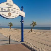 Perfectly located--close to the beach, restaurants, and shopping