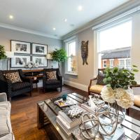 Chic & Stylish Southfields Home by the High Street