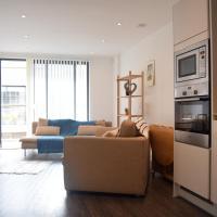 Modern 1 Bedroom Flat with Balcony In East London