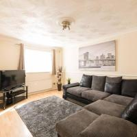3 Bedroom House in Canning Town with Parking