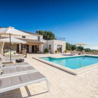 Moscari Villa Sleeps 8 Pool Air Con WiFi