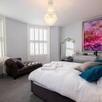 Super stylish Regency apartment with sea views