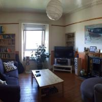 Spacious 2 Bedroom Victorian Apartment Near Leith