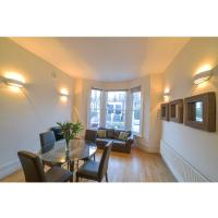 Bright and comfy flat in Barons Court