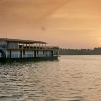 Flow Houseboats - The Amber Collection