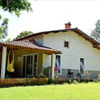 Espaçosa Casa em Caxambu - a 2 KM do centro
