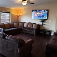 Glendale Home- Close to Spring Training, Restaurants, Shopping and more!