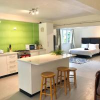 2 Bed Apartment with Pool - Williamson House