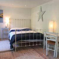 Maritimes Zimmer mit eigenem Bad in Düsternbrook