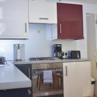 Delightfully modern two bedroom apt near Arthurs Seat