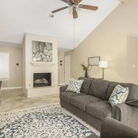 *Spacious yet Cozy - The Woodlands with Medical Centers, Restaurants, Entertainment and Outdoor Adventures.