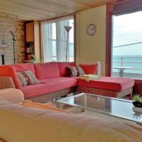 Villa de front de mer avec terrasse vue mer et jardin
