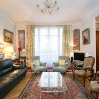 Typical familial apartment-Champs Elysées by Weekome