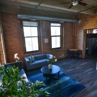 Sunny South Loop 2BDR Loft Near Train and Museum!