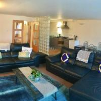 X Large flat ★2 Bthrm★Bus/Train link★free parking