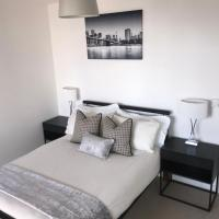 Canary Wharf River View Apartment