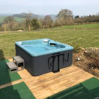 Tycanol Lodge. Holiday Cottage with Hot Tub