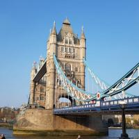 Amazing Flat by Tower Bridge and the river Thames!