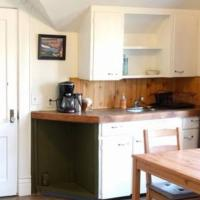 Entire house with wifi, TV and free parking