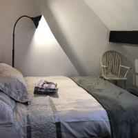 BEAUTIFUL COTTAGE HOME, NEWLY REFURBISHED, 3 BEDROOM HOUSE near Alton Towers, LEEK Centre, Peak District on doorstep