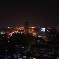 C Ekkamai.The City Never Sleeps