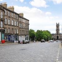 Traditional Scottish 2 bed in Historic New Town
