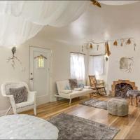 Fairy Magical Tiny home near Rose Bowl. Sleep 7