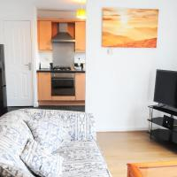 2 BR Dennistoun Apartment with a Balcony