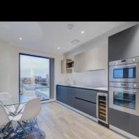 *STUNNING* two bedroom apartment with on suite bathroom and balcony!