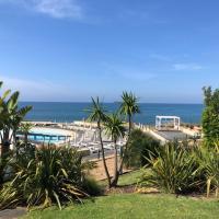 Luxury 2 Bedroom Villa, 3' walk to the beach