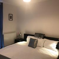 Luxurious and modern 2 bed en-suite and bath serviced apartment