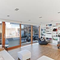 Stunning Central 3bed 2bath Penthouse with Terrace