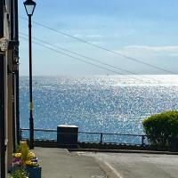 Coast Cottage, Sea Views, Filey's Old Town - Few Minutes Walk To Beach & Town