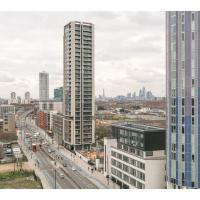 Modern 3BR top floor flat with amazing city views Profile