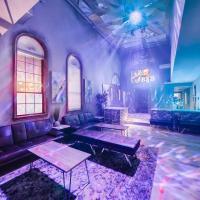 9bdrm 8bath Private Disco, Karaoke, & Resort Pool!