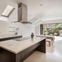 Stunning 4 Bed House w/Patio in Clapham South