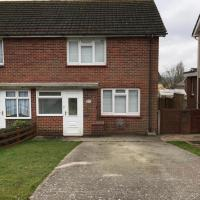 2 Bedroom Modern House (Newport - Central Isle of Wight) with Parking