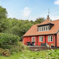 Three-Bedroom Holiday home in Svaneke 1