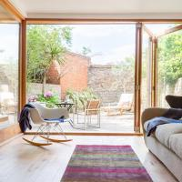 The North Kensington Retreat - Bright 4BDR House with Parking & Garden
