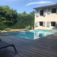 Maison à Ecully très proche de Lyon avec Piscine et beau jardin de 1300 m2 8 couchages