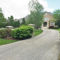 Luxury Home in Beautiful 1.5 Acre Land