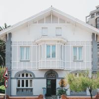 Alamar Salinas House