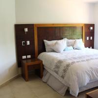 Luxury marina apartment, puerto aventuras, 1 block beach