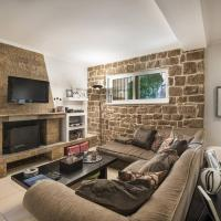 Hosted Homes - Athina