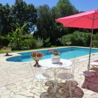 gite en rez de jardin dans coin calme avec piscine
