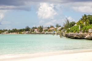 Image of Old Fort Bay Club Beach