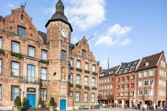 me and all hotel düsseldorf, Düsseldorf – Updated 2019 Prices Dusseldorf Old Town Map on